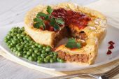 Meat pie and green peas on a plate. horizontal — Stock Photo