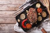 Grilled beef steak with vegetables in pan. horizontal top view — Stock Photo
