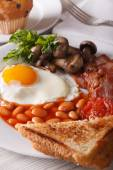 Fried eggs with bacon and vegetables close-up. vertical — Stock Photo