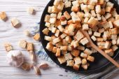 Delicious fried croutons with garlic horizontal top view — Stock Photo