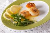Delicious grilled scallops with sauce and lemon on a plate. hori — Stock Photo