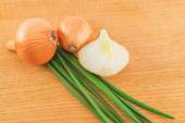 Heads and leaves of onions — Stock Photo