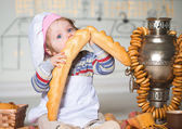 Little boy in bakery — Stock Photo