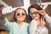 Two girls taking selfie — Zdjęcie stockowe
