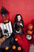 Jeune femme en studio photo sur Halloween — Photo