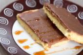 Chocolate cake on a plate — Stock Photo