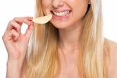 Closeup on happy teenager eating chips — Stock Photo