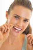 Portrait of young woman using dental floss — Foto Stock