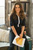 Portrait of happy young woman with letter in loft apartment — ストック写真