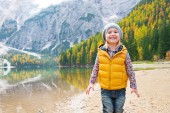Portrait of smiling child on lake braies in south tyrol, italy — Stock Photo