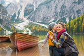 Portrait of baby kissing mother on lake braies in south tyrol — Stock Photo