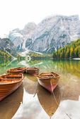 Closeup on boats on lake braies in south tyrol, italy — 图库照片