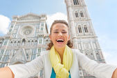 Smiling young woman making selfie in front of duomo in florence, — Stock Photo