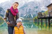 Smiling mother and blonde daughter posing at Lake Bries — Stock Photo