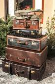 Old vintage used leather suitcases — Stock Photo