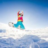 Girl having fun on her snowboard — Stockfoto