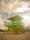 Miami Beach Florida, lifeguard house at sunset — Stock fotografie