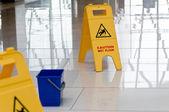 Warning sign slippery — Stock Photo