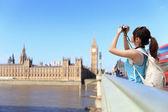 Woman traveler take photo in London — Stock Photo