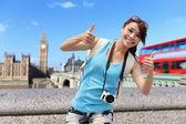 Traveler woman showing thumb up — Stock Photo
