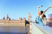 Happy woman traveling in London — Stock Photo