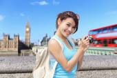 Woman traveler take photo — Stockfoto