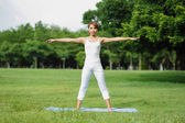 Ung sport flicka yoga — Stockfoto