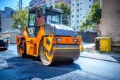 Heavy tandem Vibratory roller compactor working on asphalt pavement at road repairing — Stock Photo