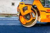 Heavy Tandem Vibration roller compactor at asphalt pavement works — Stock Photo