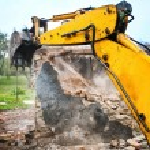 Bulldozer and excavator demolishing concrete brick walls — Stock Photo #56066717