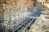 Foundation site of new building, details and reinforcements with steel bars and wire rod, preparing for cement pouring — Foto de Stock
