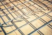 Zavřít podrobnosti o zesílené ocelové tyče v budově staveniště — Stock fotografie