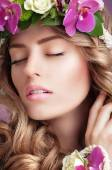 Pleasure. Face of Daydreaming Woman with Vernal Flowers — Stok fotoğraf