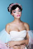 Inspiración. Modelo de moda con maquillaje teatral dramático y diadema — Foto de Stock