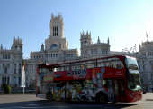 Tourist bus in Cibeles Square, Madrid, Spain — Photo