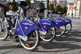 部分自行车自行车租赁服务在西班牙希洪 — 图库照片