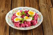 Beetroot salad with mint and boiled eggs — Stock Photo