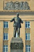 Lenin monument in front of Administration building, Orel, Russia — Stock Photo