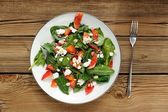 Spinach and blood oranges salad with cottage cheese and peanuts — Stock Photo