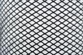 白い背景にシームレスな黒メッシュ — ストック写真