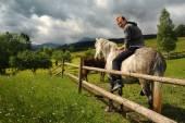 Mann auf pferd — Stockfoto