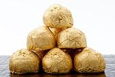 Cioccolatini in una lamina d'oro papper — Foto Stock