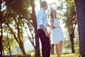Giovane coppia romantica — Foto Stock