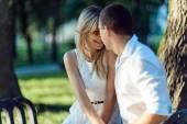 Jonge romantisch paar — Stockfoto