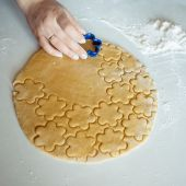 Horneando galletas — Foto de Stock