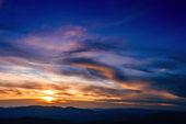 Cielo con nuvole e sole — Foto Stock