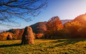 Beautiful sunny day is in mountain landscape. Carpathian, Ukrain — Stock Photo