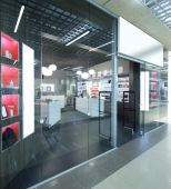 Window of beautiful european store — Stock Photo