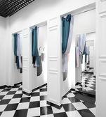 Interior de vestidor en tienda de tela — Foto de Stock