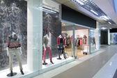 Fönster av vacker europeisk butik — Stockfoto